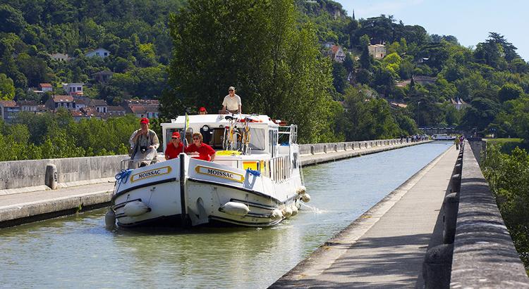 Locaboat-Agen pont canal